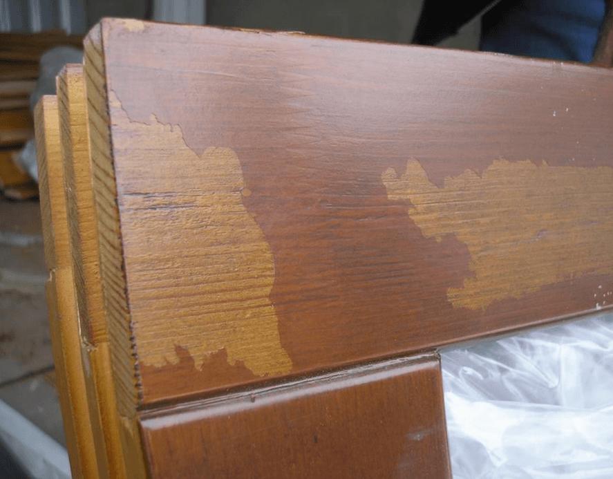 Скотч повредил деревянное окно