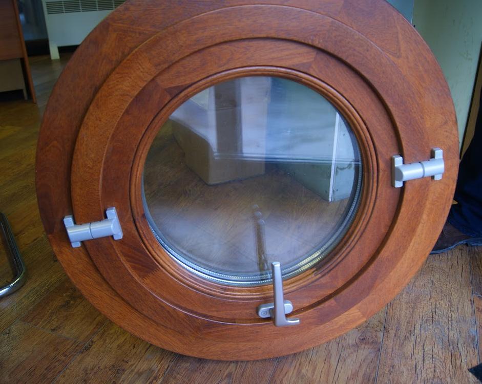 Круглое деревянное окна
