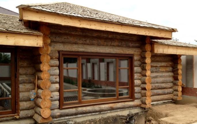 Деревянное окно в баню