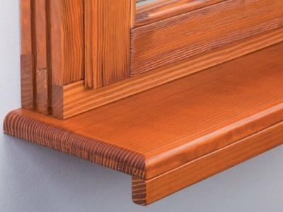 Деревянный подоконник и окно