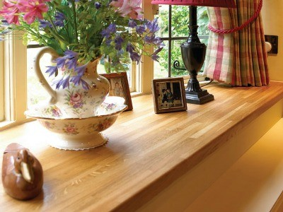 Деревянный подоконник в интерьере