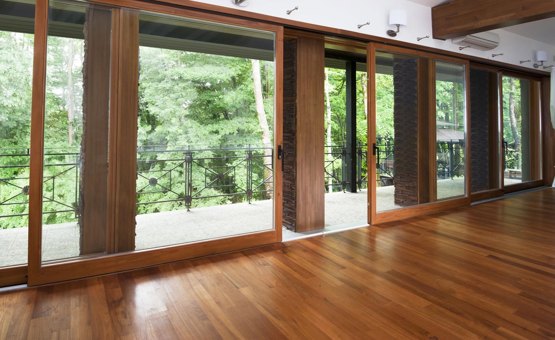 Деревянные раздвижные окна и двери